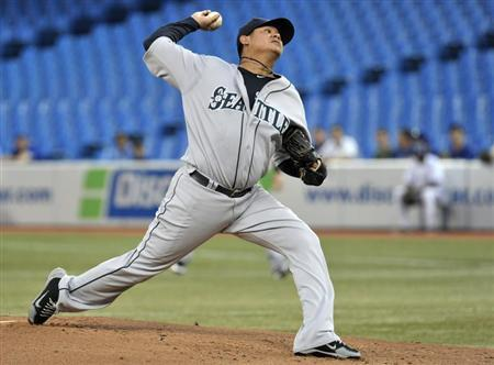 Seattle Mariners pitcher Felix Hernandez throws against the Toronto Blue Jays during the first inning of their MLB American League baseball game in Toronto September 13, 2012. REUTERS/Mike Cassese