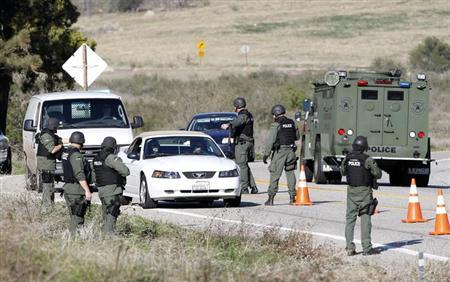 Armed police officers search vehicles driving south in Yucaipa February 12, 2013, during the manhunt for fugitive former Los Angeles police officer Christopher Dorner. REUTERS/Alex Gallardo