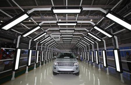 A Jaguar Land Rover Freelander 2 vehicle is displayed for the media at the company's newly-inaugurated production plant in Pune, 190km (118 miles) south of Mumbai May 27, 2011. REUTERS/Danish Siddiqui/Files