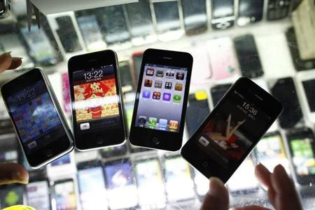 Fake iPhones are displayed at a mobile phone stall in Shanghai August 11, 2011. REUTERS/Aly Song/Files