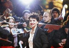 "Fans react as actress Juliette Binoche arrives at the red carpet for the screening of the movie ""Camille Claudel 1915"" at the 63rd Berlinale International Film Festival in Berlin February 12, 2013. REUTERS/Fabrizio Bensch"