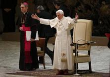 Papa Benedetto XVI oggi all'udienza generale in Vaticano. REUTERS/Stefano Rellandini