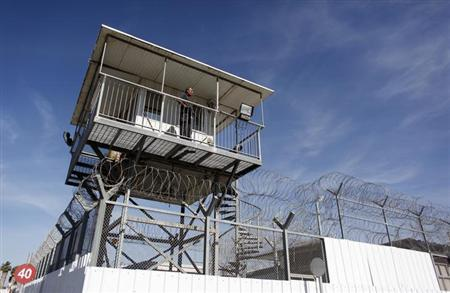 An Israeli prison guard keeps watch from a tower at Ayalon prison in Ramle near Tel Aviv February 13, 2013. REUTERS/Nir Elias