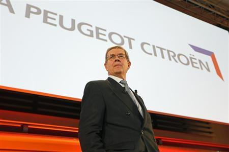 Philippe Varin, Chief Executive Officer of French carmaker PSA Peugeot Citroen, leaves a news conference after the company's 2012 annual results presentation in Paris February 13, 2013. PSA Peugeot Citroen vowed to avoid further asset sales or government bailouts, insisting that cuts underway will be enough for it to recover from its biggest-ever full-year loss. Peugeot shares rose on Wednesday after the troubled carmaker said it burned through cash at the expected rate in 2012 and stuck by a pledge to halve that figure this year, despite weakening prospects for a European market recovery. REUTERS/Charles Platiau (FRANCE - Tags: TRANSPORT BUSINESS)