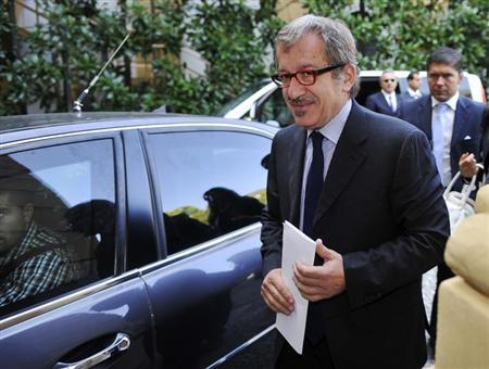 Roberto Maroni, newly elected party leader of Northern League, leaves the Ambrosetti workshop, an international economic meeting, in Cernobbio, next to Como, September 9, 2012. REUTERS/Paolo Bona