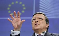 Presidente do Comissão Europeia, José Manuel Barroso, fala durante coletiva de imprensa na sede do Comitê da UE em Bruxelas. Os Estados Unidos e a União Europeia (UE) concordaram nesta quarta-feira em promover até o final de junho o início de negociações para criar a maior aliança comercial mundial livre, o que pode ser um exemplo a ser seguido por competidores globais. 13/02/2013 REUTERS/Francois Lenoir