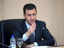Presidente sírio Bashar al-Assad é visto durante uma reunião de gabinete em Damasco. Forças presidenciais bombardearam o sudeste de Damasco com ataques aéreos e de artilharia, nesta quarta-feira, para tentar desalojar combatentes rebeldes que ganharam posições na capital do país, disseram ativistas da oposição. 12/02/2013 REUTERS/SANA/Handout
