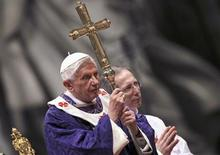 Pope Benedict XVI attends the Ash Wednesday mass at the Vatican February 13, 2013. Thousands of people are expected to gather in the Vatican for Pope Benedict's Ash Wednesday mass, which is expected to be his last before leaving office at the end of February. REUTERS/ Alessandro Bianchi (VATICAN - Tags: RELIGION)
