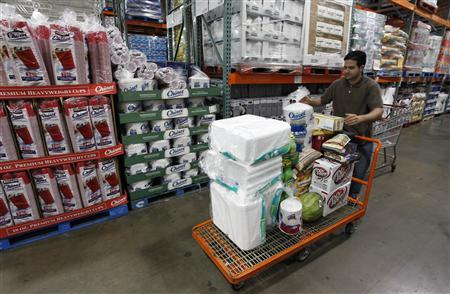 A shopper loads his cart at a Costco Wholesale store in Arlington, Virginia August 6, 2009. REUTERS/Richard Clement