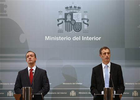 Director of Europol Rob Wainwright (R) speaks next to Spain's Security State Secretary Francisco Martinez during a news conference at the Interior Ministry in Madrid February 13, 2013. REUTERS/Paul Hanna