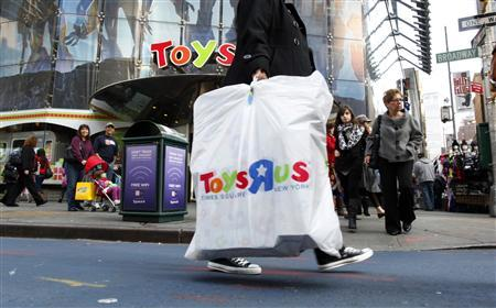 Shoppers pass by the Toys R Us store at Times Square in New York November 22, 2010. REUTERS/Brendan McDermid