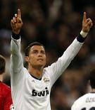 Cristiano Ronaldo comemora gol do Real Madrid contra o Manchester United em jogo pela Liga dos Campeões nesta quarta-feira. REUTERS/Sergio Perez