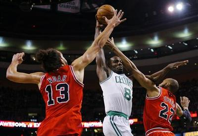 Celtics grind out ugly victory over slumping Bulls
