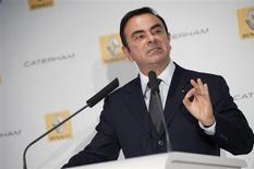 Le PDG de Renault, Carlos Ghosn, est prêt à faire un geste symbolique sur son salaire (report de 30% de sa part variable de l'année 2012 au 31 décembre 2016) si les syndicats signent l'accord de compétitivité qui leur est proposé. /Photo d'archives/REUTERS/Julien Muguet