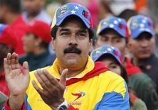 """El presidente venezolano, Hugo Chávez, está siendo sometido a tratamientos complementarios """"complejos"""" y """"duros"""" en La Habana tras haber sido operado del cáncer que le detectaron hace más de un año y medio, dijo el miércoles el vicepresidente Nicolás Maduro. En la imagen de archivo, el vicepresidente Maduro en un desfile para conmemorar el 21 aniversario del intento de golpe de Estado de Chávez en Caracas, el 4 de febrero de 2013. REUTERS/Carlos García Rawlins"""