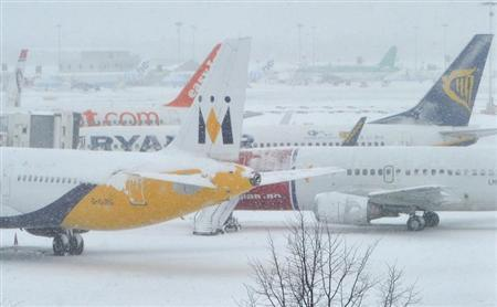 Planes sit on the tarmac at Gatwick airport in south England December 1, 2010. REUTERS/Toby Melville