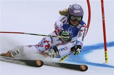 Tessa Worley a réussi le meilleur temps de la première manche du slalom géant des championnats du monde de ski alpin à Schladming avec une confortable avance de 52 centièmes de seconde sur l'Autrichienne Kathrin Zettel. /Photo prise le 14 février 2013/REUTERS/Ruben Sprich