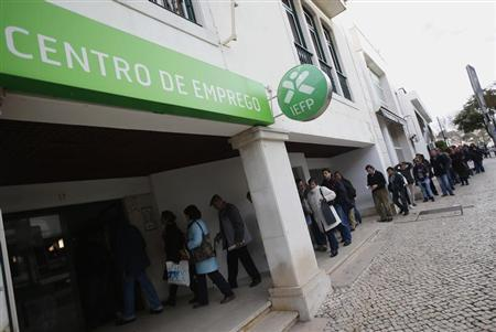 People wait in line to enter a government-run employment office in Cascais February 13, 2013. REUTERS/Rafael Marchante