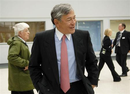 Group Chief Executive of Lloyds Banking Group Eric Daniels walks through the Scottish Exhibition and Conference Centre (SECC) before the company's annual general meeting (AGM) in Glasgow, June 5, 2009. REUTERS/Stringer