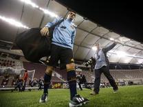 L'attaquant espagnol du FC Barcelone David Villa a dû être à nouveau hospitalisé pour soigner des calculs rénaux. /Photo prise le 5 février 2013/REUTERS/Fadi Al-Assaad
