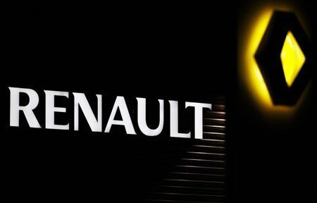 The Renault company logo is displayed on the front of a car dealership in Andernos, Southwestern France, February 12, 2013. French carmaker Renault presents its 2012 annual results Thursday as the gravity of the French auto industry's crisis continues. Picture taken February 12, 2013. REUTERS/Regis Duvignau (FRANCE - Tags: TRANSPORT BUSINESS) - RTR3DQEJ