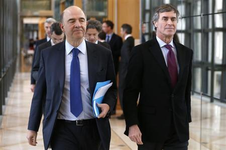 France's Finance Minister Pierre Moscovici (L) and Junior Minister for Budget Jerome Cahuzac arrive to attend a New Year wishes ceremony at the Economy Ministry in Paris January 23, 2013. REUTERS/Charles Platiau