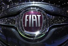 Logo Fiat esposto durante il Salone Auto di Ginevra il 6 marzo 2012. REUTERS/Denis Balibouse