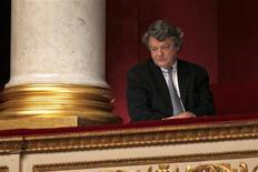 """Jean-Louis Borloo, ici à l'Assemblée, a annoncé jeudi qu'il ne serait pas """"candidat à titre personnel"""" à la mairie de Paris lors des élections municipales de mars 2004, alors que plusieurs médias lui prêtaient l'intention contraire. /Photo prise le 28 novembre 2012/REUTERS/Charles Platiau"""