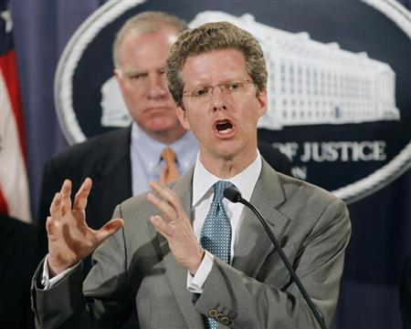 File photo of U.S. Housing and Urban Development Secretary Shaun Donovan announcing February 9, 2012 in Washington that the federal government and 49 state attorneys general have reached a $25 billion agreement with the nation's five largest mortgage servicers to address mortgage loan servicing and foreclosure abuses. REUTERS/Gary Cameron
