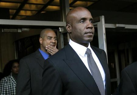 Former San Francisco Giants outfielder Barry Bonds leaves the U.S. federal courthouse following his sentencing hearing in San Francisco, California December 16, 2011. REUTERS/Robert Galbraith