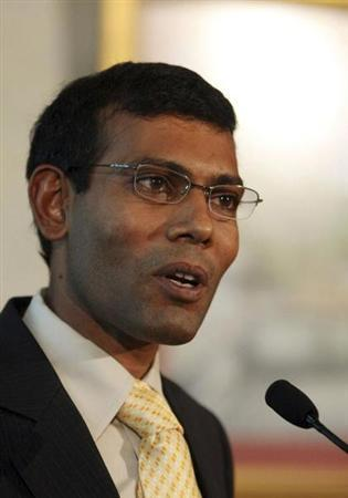 Mohamed Nasheed speaks during a news conference in Male November 10, 2008. REUTERS/Stringer