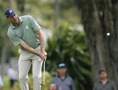 Flawless Kuchar takes control at Riviera