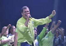 O presidente do Equador, Rafael Correa, durante comício de encerramento da campanha eleitoral em Guayaquil, no Equador, na noite de quarta-feira. 13/02/2013 REUTERS/Gary Granja