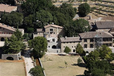 An aerial view of the 17th-century Chateau Miraval, the $60 million estate which is owned by actors Brad Pitt and Angelina Jolie, is seen in the village of Correns, southern France, August 10, 2012. REUTERS/Philippe Laurenson