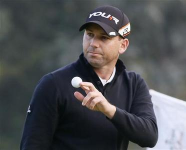 Sergio Garcia of Spain waves after making a birdie on the seventh hole during the first round of the Northern Trust Open golf tournament at Riviera Country Club in Los Angeles February 14, 2013. REUTERS/Danny Moloshok