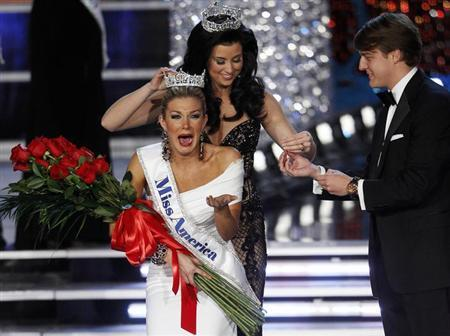 Miss New York Mallory Hytes Hagan, 23, is crowned by Miss America 2012 Laura Kaeppeler after being named Miss America 2013 during the Miss America Pageant in Las Vegas January 12, 2013. REUTERS/Steve Marcus