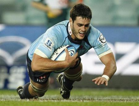 Dave Dennis of Australia's New South Wales Waratahs scores a try against New Zealand's Highlanders during their Super Rugby union match in Sydney June 11, 2011. REUTERS/Tim Wimborne/Files