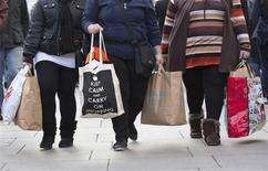Les ventes de détails en Grande-Bretagne ont baissé contre toute attente au mois de janvier (- 0,6% en variations mensuelle et annuelle), la neige ayant notamment affecté les volumes des ventes dans les magasins d'alimentation, selon les statistiques de l'Office national de la statistique (ONS). /Photo prise le 21 décembre 2012/REUTERS/Neil Hall