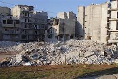 Siria, edifici semi-distrutti nella zona di Al-Massir, ad Aleppo, in una foto del 13 febbraio scorso. REUTERS/Muzaffar Salman
