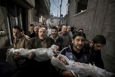 Una foto de dos niños muertos en un ataque de un misil israelí en Ciudad de Gaza, tomada por el fotógrafo sueco Paul Hansen del periódico Dagens Nyheter, ganó el viernes el World Press Photo. En la imagen, la foto ganadora. REUTERS/Paul Hansen/Dagens Nyheter/World Press Photo/Handout