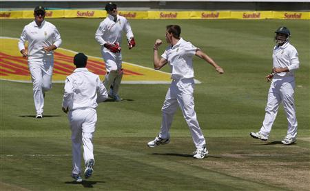 South Africa's Morne Morkel (2nd R) celebrates with team mates after the dismissal of Pakistan's Azhar Ali on the first day of their second cricket test match in Cape Town, February 14, 2013. REUTERS/Mike Hutchings