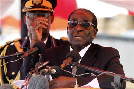 Zimbabwean President Robert Mugabe gestures as he addresses mourners gathered for the burial of Vice-President John Nkomo at National Heroes Acre in Harare January 21, 2013. REUTERS/Philimon Bulawayo