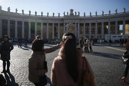 Tourists visit Saint Peter's square at the Vatican February 14, 2013. REUTERS/Tony Gentile