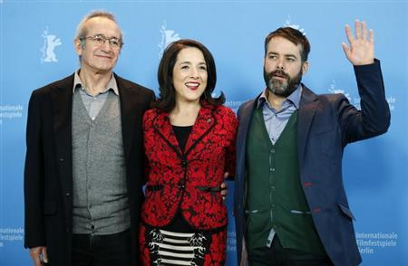 Actors Sergio Hernandez (L), Paulina Garcia (C) and director Sebastian Lelio pose during a photocall to promote the movie ''Gloria'' at the 63rd Berlinale International Film Festival in Berlin February 10, 2013. REUTERS/Fabrizio Bensch