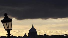 Nubi sulla Basilica di San Pietro in Vaticano. REUTERS/Alessandro Bianchi