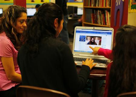Teresa Villanueva (L) and her 11-year-old daughter Laritza receive help on their charter school application from Barrio Logan College Institute counselor Jennifer Pena (C) in San Diego, California, February 7, 2013. REUTERS/Mike Blake