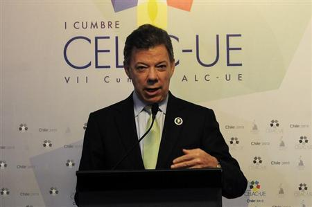 Colombia's President Juan Manuel Santos speaks to the media during a news conference at the summit of the Community of Latin American, Caribbean States and European Union (CELAC-UE) in Santiago, January 26, 2013. REUTERS/Jorge Sanchez