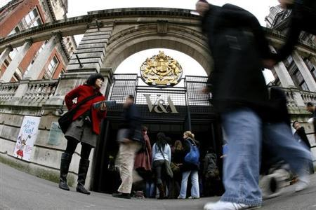 Visitors queue outside the entrance of the Victoria and Albert (V&A) Museum in London February 19, 2007. REUTERS/Alessia Pierdomenico/Files