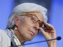 Diretora-gerente do Fundo Monetário Internacional (FMI), Christine Lagarde, é vista durante encontro anual do Fórum Econômico Mundial, em Davos. As discussões sobre a guerra cambial global estão exageradas e as taxas de câmbio não estão distantes de seus valores justos, afirmou nesta sexta-feira Lagarde. 26/01/2013 REUTERS/Pascal Lauener