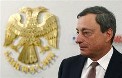 Mario Draghi, le président de la BCE, à Moscou. Le projet de communiqué de la réunion du G20 à Moscou ne reprend pas les termes du dernier communiqué du G7 soulignant que les politiques budgétaires et monétaires ne doivent servir que des objectifs nationaux, selon un délégué du Groupe. /Photo prise le 15 février 2013/REUTERS/Grigory Dukor